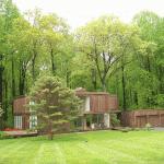 A 70s-Modern Gem in Clarksville