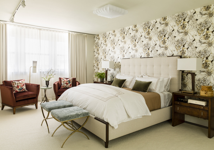 Master bedroom with wallpaper feature wall by Laura Hodges Studio, Baltimore