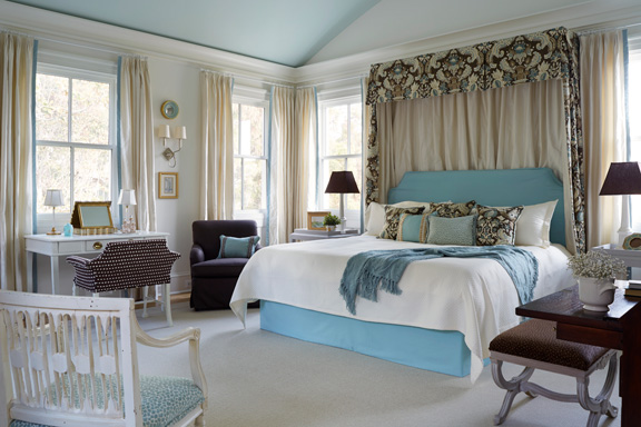 This master bedroom is very similar to one she did for the DC Design House at another property in Georgetown a few years ago.