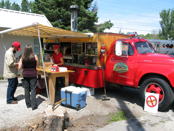 Right at the place where we rented bikes -- it reminds me of its counterpart in Warrenton, VA at the Red Truck Bakery. This one's a mobile pizza oven—love the no-hot-dog sign!