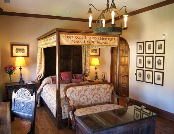 The Shakespeare Room features a Tudor-style bed, handmade in England for the Inn.